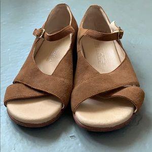 Anthropologie Gee WaWa Sandals Sz 8 1/2